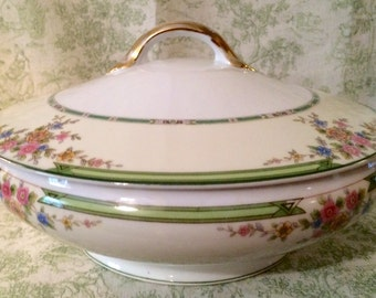 "Lovely Vintage Noritake ""Pendarvis"" Covered vegetable dish"