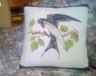 Set 2 pillows with swallow