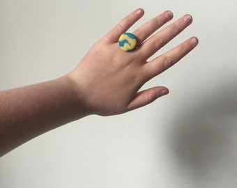 Yellow & blue marbled adjustable ring