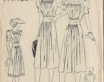 "1940s Vintage VOGUE Sewing Pattern B36"" DRESS (R136) Vogue 8599"