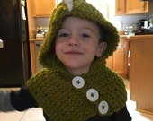 Green bulk yarn dinosaur cowl and hood with buttons for toddlers ages 2-4