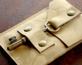 Embossed Leather Business Card Holder with Antique Brass Skeleton Key Closure - Credit Card Wallet - Honey Tan Damask