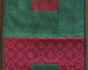 Winter Red and Green Tablerunner Extra Large Full size
