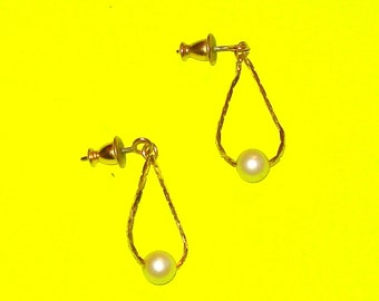 Vintage 1980s Pearl and Gold Chain Beaded Dangle Drop Earrings
