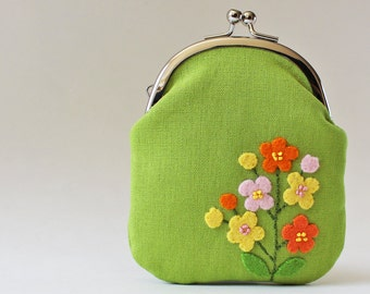 Kiss lock coin purse / card case - yellow orange and pink flowers on green, business card holder, grass green, spring flower applique