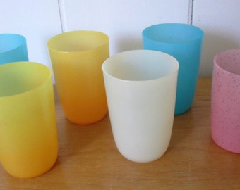 6 small vintage plastic cups