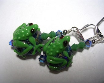 Frog Earrings  Very detailed lampwork frogs accented with swarovski crystals wire wrapped onto silver place leverback hooks.  Adorable frogs