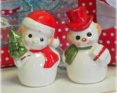 Vintage Kitsch Snowman Couple Salt and Pepper Shaker Set, Retro Christmas Decor