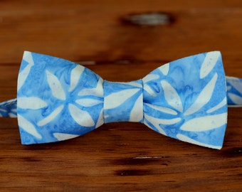 Boys Blue White Batik Bow tie, boy's cotton bow tie, blue bow tie, tropical bow tie, mens bow tie, boys bow tie, toddler bow tie, baby