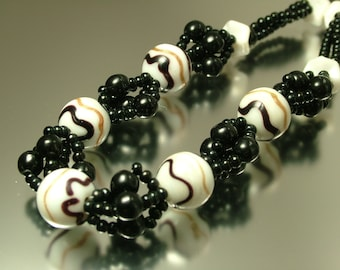 Vintage/ estate jewelry 1980s woven black and white glass bead costume necklace