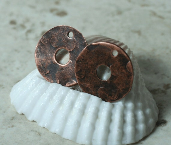Hand hammered antique copper round disc drop dangle 16mm in diameter, 2 pcs (item ID XW03460ACD)