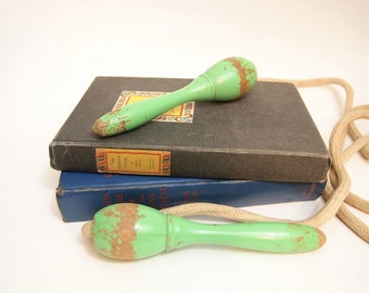 Free shipping Vintage Jump Rope with green wood handles
