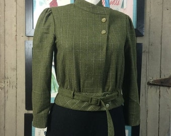 On sale 1980s wool jacket 80s cropped blazer size medium green plaid jacket Vintage wool jacket