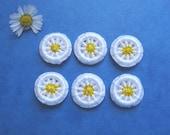 10 Daisy Buttons