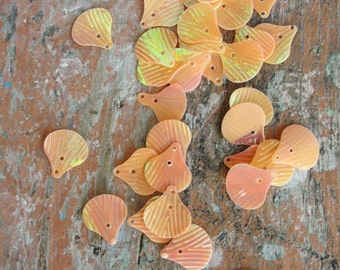 Vintage Shell Peach Sequins  150pc