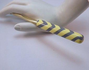 Ergonomic Polymer Clay Covered Crochet Hook Handcrafted  Yellow and Gray Chevron Bates  J, 6.0mm