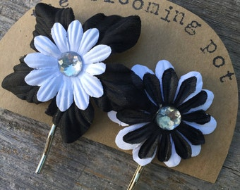 Black and White Flower Bobby Pins