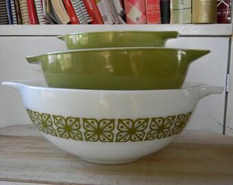 SALE Pyrex verde cinderella nesting bowls Vintage