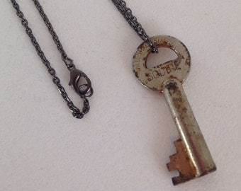 Vintage Jewelry Skeleton Key Necklace  Recycled Upcycled Jewelry Steampunk.