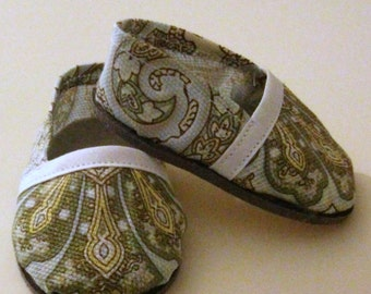 """Slipper-style shoes for 18"""" doll in soft teal, yellow and white"""
