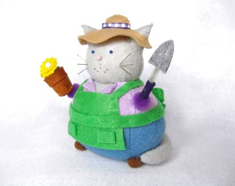 Gardener cat, Cat pincushion, Cute felt cat, Gardening cat, Gift for gardener, Soft sculpture, Stuffed cat, Sewing room decor, Gardening art