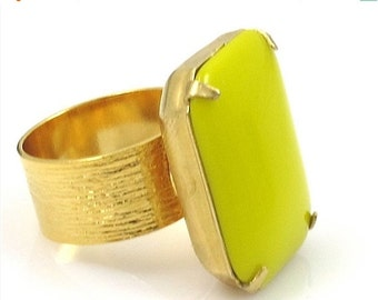 ON SALE Chartreuse Ring, Chartreuse and Gold Ring, Vintage Chartreuse Glass Ring