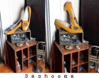 Vintage 60's 70's kitten heel shoes, high heel pumps, medallion, secretary, patent leather, ochre, mustard, New Look, boho, schoolgirl, mod