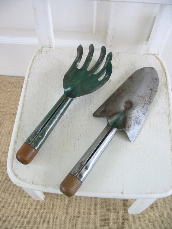 Vintage garden tools metal gargen tools vintage garden for Industrial garden tools