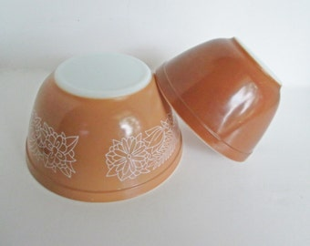Brown Pyrex Woodland Pattern Mixing Bowl Caramel and White Milk Glass 1.5 Qt and Mocha Town and Country 1.5 Pint