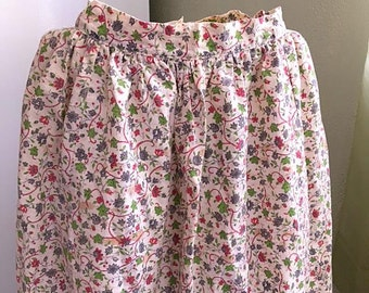Vintage 40s Dirndl Skirt Folk White Chintz Floral Cotton / Small XS 1940s Barvaria Peasant Style Retro Mid Century Flowers