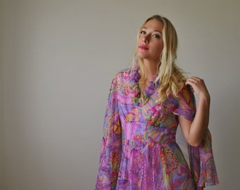 1960s Dragon Dream Dress >>> Size Extra Small to Small