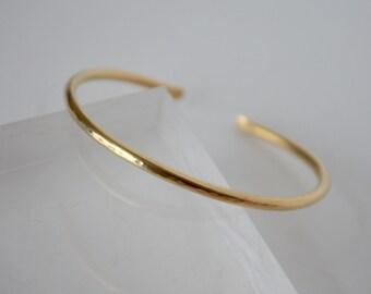Gold Bangle, Brass Bangle, Simple Cuff, Single Bangle, Golden Bracelet, Hammered Cuff, Minimal Jewelry, Stacking Cuff, Layering Cuff, Brass