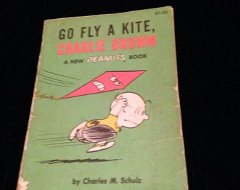 1960 CHARLIE BROWN BOOK for all ages Go fly a kite