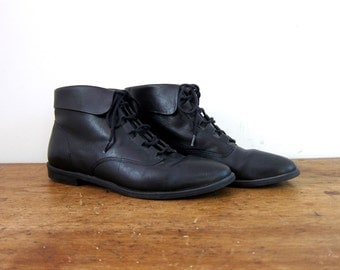 Vintage black leather ankle boots 80s PIPPI Fold over boots Lace up boots granny boots boho leather boots women's shoes size 6.5