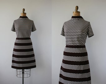 vintage 1960s dress / 60s mod brown dress / 60s plus size dress / 60s geometric print dress / 60s polyester dress / 60s volup dress