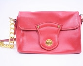 1960s purse vintage 60s red faux leather gold chain shoulder bag