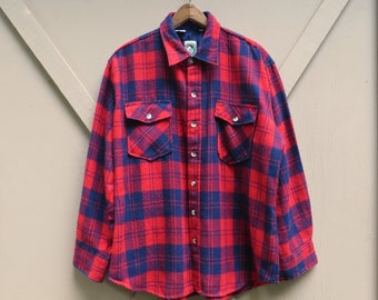 80s vintage Red Plaid Flannel Button Down Shirt / Appalachian Trail Flannel Shirt / Camp Shirt / Hiking Outdoorsman Camping Rancher