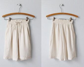 High Waist Shorts / 1980s Shorts / WalkingShorts / Rayon / Paperbag Shorts / Cream Shorts
