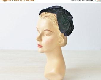 On SALE Vintage 1950s Navy Blue Velvet Fascinator Hat / 50s Hat / Headband Hat  / Fascinator Hat