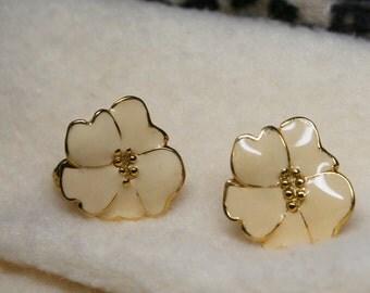Vintage 1950's Cream Enamel Flower Floral Clip On Earrings - Dogwood Hibiscus Flowers