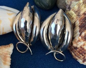 Wonderful Vintage Screw Back Earrings Modern Design Silver Tone Hammered Metal 50's 60's Flower, Cone, Nut