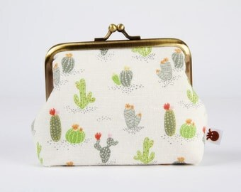 Metal frame coin purse - Cacti on off white - Deep dad / Cactus green grey / red pin flowers / ochre