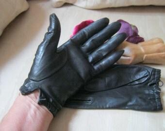 Vintage soft black leather short gloves, size 7 or 7 1/2 wrist length black leather gloves, sporty black leather driving gloves