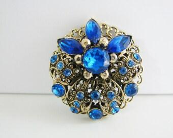 Pristine Vintage gold flower brooch with blue rhinestones (H1)