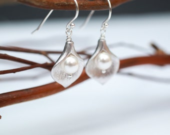 Bridesmaid Jewelry Small Silver Calla Lily and Pearl Earrings