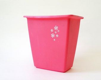 Vintage 1960s Pink Rubbermaid Plastic Waste Basket
