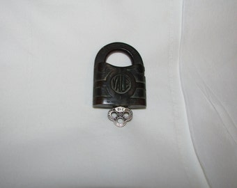 ANTIQUE 1800s PADLOCK Yale Lock and Fancy Original Key