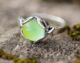 Small Sterling Silver Mood Ring, Size 8, Vintage Inspired, Color Changing Mood Stone, Hippie Festival Jewelry Handmade in the USA