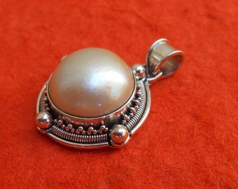 Balinese sterling Silver Pendant / White Mabe Pearl / silver 925 / Bali granulation art jewelry / (#1pm)