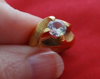 Vintage NOS new old stock 10K HGE signed gold tone size 5 ring with rhinestone in unworn condition